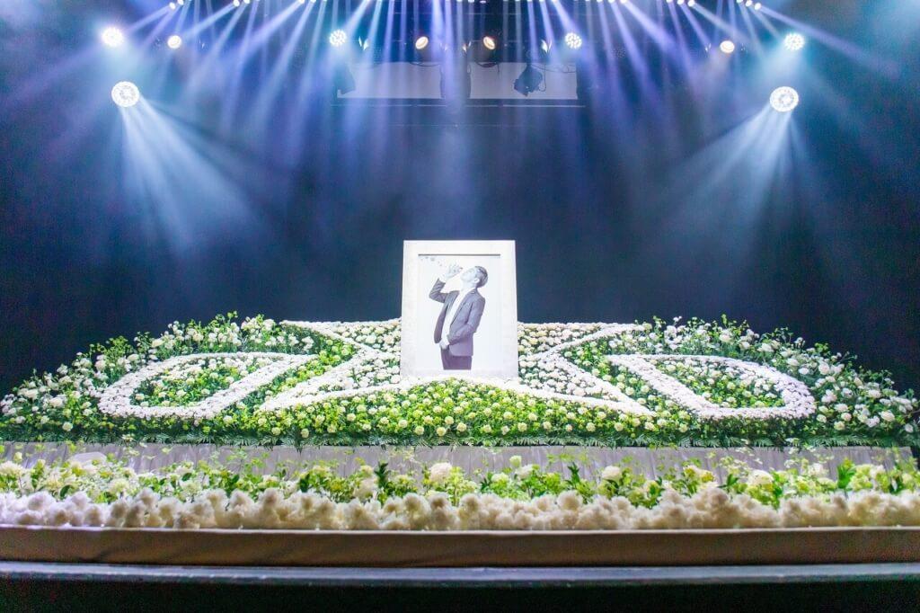 舞台上に星の祭壇